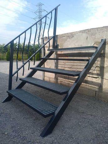 schody metalowe z poręczą