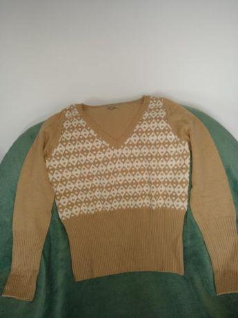 Sweter w kolorze beżowym