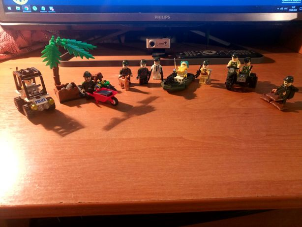 Лего военные - 12 фигурок и аксессуары