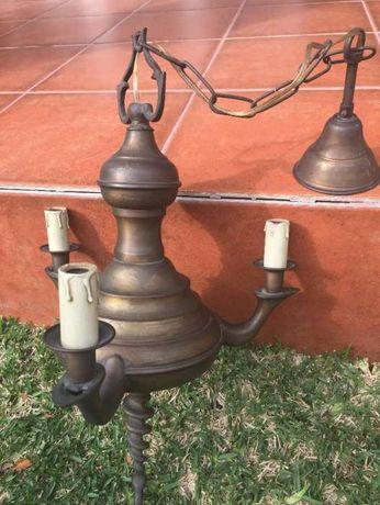 Vendo Candeeiro de Tecto em Bronze. 25€. Vintage.