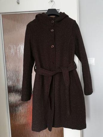 Płaszcz damski, brązowy, z kapturem, za kolana