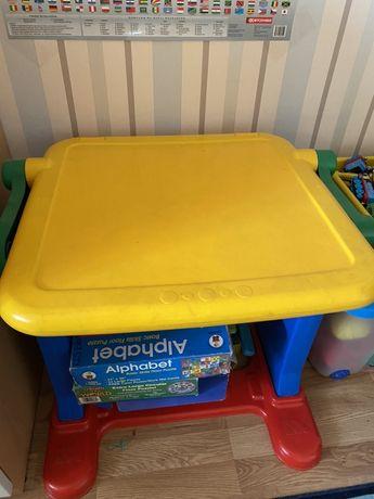 Детский столик и доска для рисования и занятий Molto