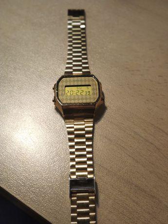 Relógio Casio dourado losangos