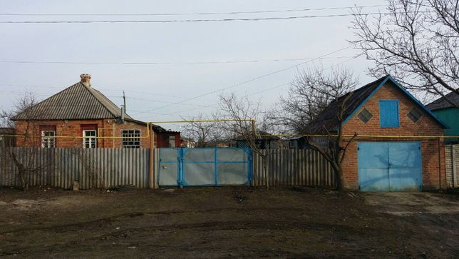 Продам дом в центре поселка Савинцы.