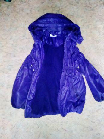 Продам куртку на девочку теплая,с 4 до 7 лет
