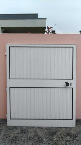 Portão em alumínio lacado branco como novo