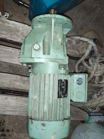 Motoreduktor 0,55kw