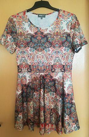 Dzianinowa sukienka we wzory