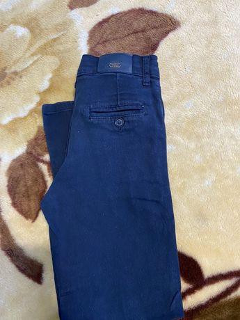 Продам недорого штаны, брюки, размер на рост 134