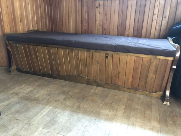 Kufer drewniany ciężki pokryty wewnątrz i na zewnątrz suknem