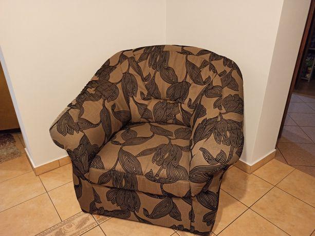 Fotel we wzór kwiatowy