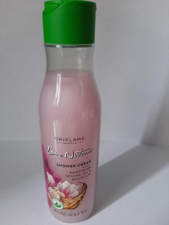 Kremowy żel pod prysznic z olejkiem sezamowym i magnolią Love Nature