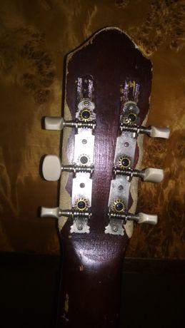 Ruska stara gitara