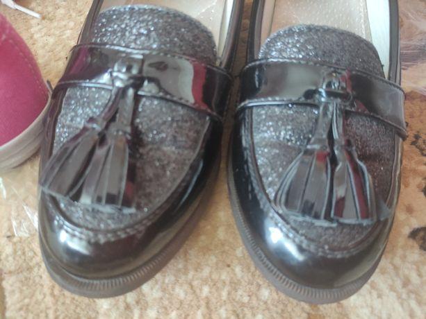 Взуття, туфлі, макасіни
