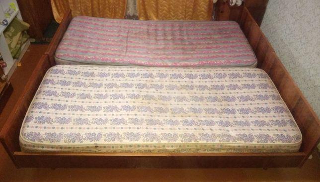 Продам 2 кровати с матрасами (для дачи)