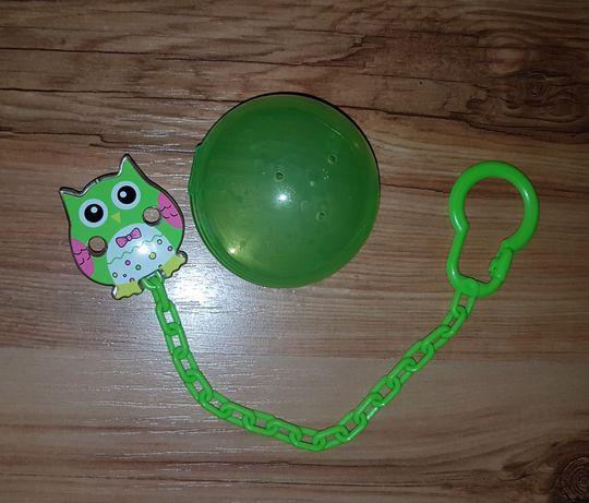 Pudełko na smoczek zawieszka do smoczka zielony