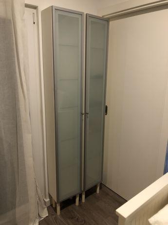 2 armários para a casa de banho