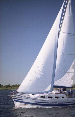 Duży i wygodny jacht RHODOS 940 - popływaj nim.