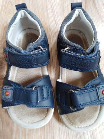 Buciki niemowlęce, sandałki, sandały