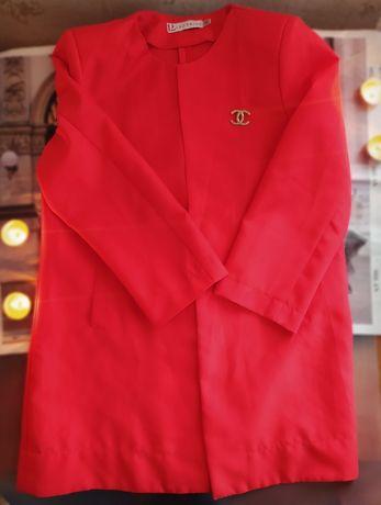 Удлинённой женский пиджак