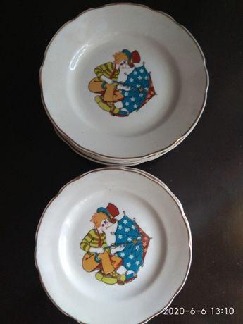 Тарелки с детской тематикой на дни рождения кобальт