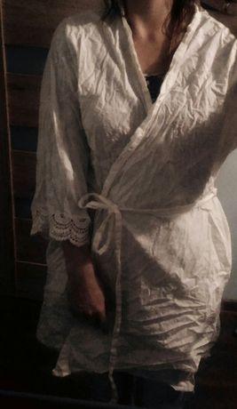 Biały cienki szlafrok z ozdobnymi rękawami r. 46