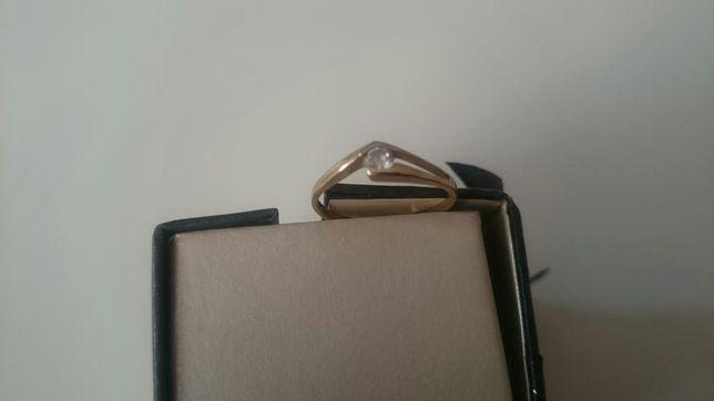 Sprzedam pierścionek ( Złoty)