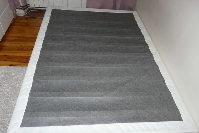 Łóżko ze stelażem 140x200, srebrne nóżki
