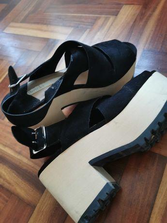 Sandálias salto novas