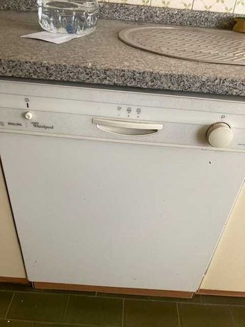 máquina de lavar louça em excelente estado