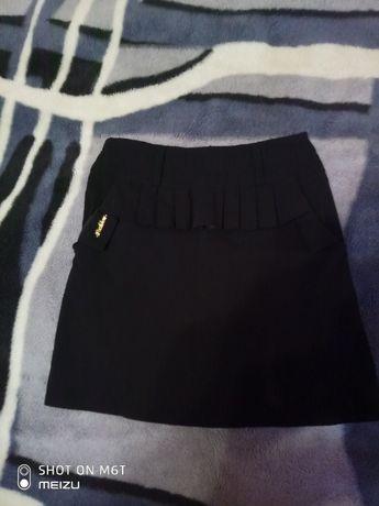 Школьная юбка черного цвета для девочки 7-9 лет в хорошем состоянии