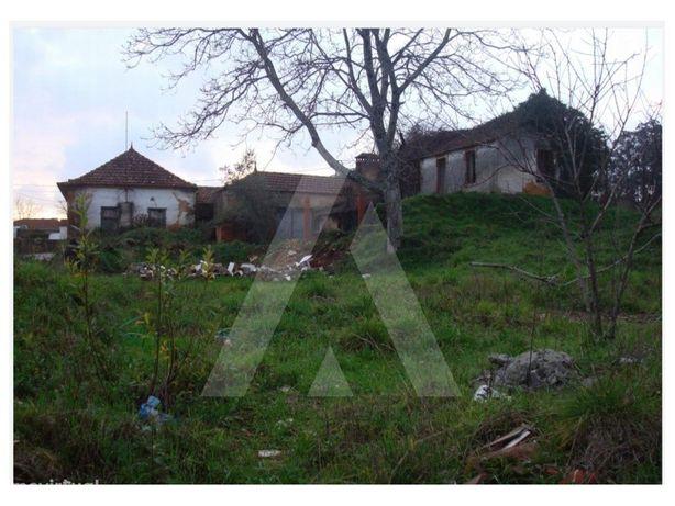 Terreno com moradia T2 para reabilitar, em Alquerubim, Al...