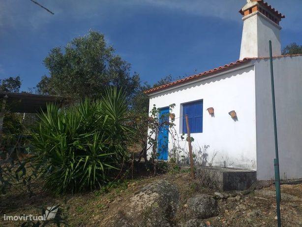 Quintinha perto da freguesia de Alagoa