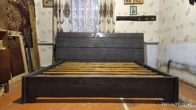 Подається дерев'яна кровать