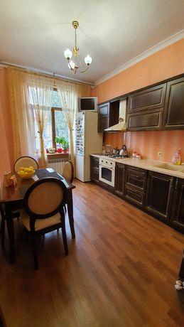 Продам -Сталинка  2 ком кв общ пл 63 кв. м.Малая Арнаутская!