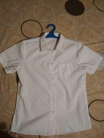 Рубашка белая, на возраст 12-13 лет (или на некрупную девушку)