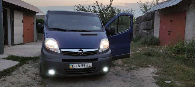 Микроавтобус Opel Vivaro 2007г. (пассажир) - 8450уе СРОЧНО