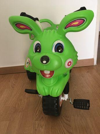 Triciclo para criança