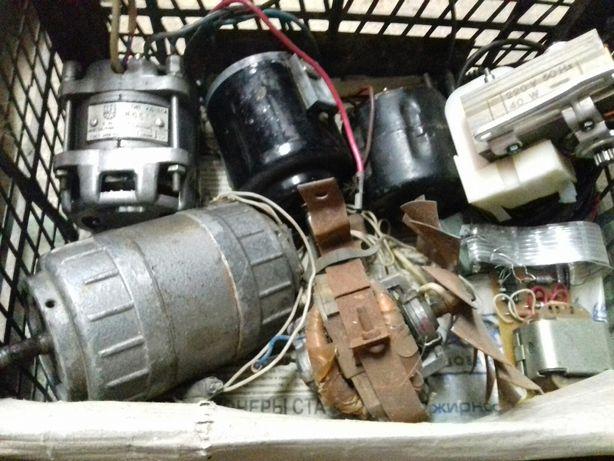 Двигатели моторчики 220в и 12в -- парами только по 800руб только !!