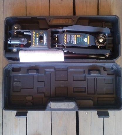 Домкрат подкатной гидравлический ARMER ARM-08PVC - 2,5 тонны / чемода