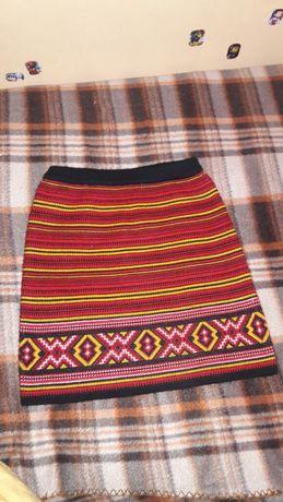 Шикарная юбка теплая в украинском стиле.На рост 110-116 см