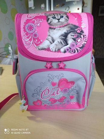 Рюкзак школьный каркасный для девочки.