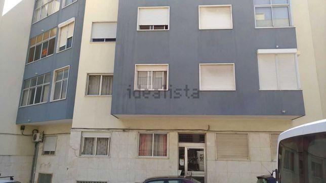 Arrendamento de Apartamento T3 REMODELADO em ALGÉS
