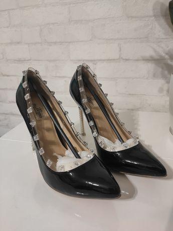 Шикарные туфли Валентино ,Valentino  37 , 24 стопа , кожа
