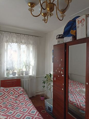 Частина будинку на Мальованці, окремий двір, жилий стан