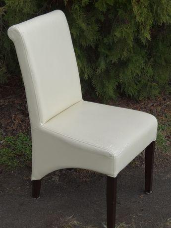 Krzesła tapicerowane o futurystycznym kształcie do renowacji