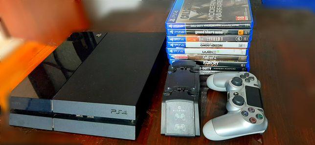 Playstation 4 + pad, 9 gier I stacja dla padów