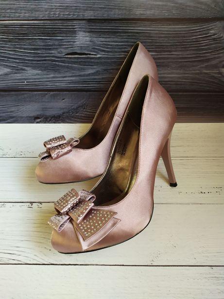 Туфли атласные на шпильке