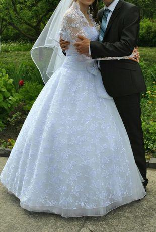 Весільне вбрання для наречених