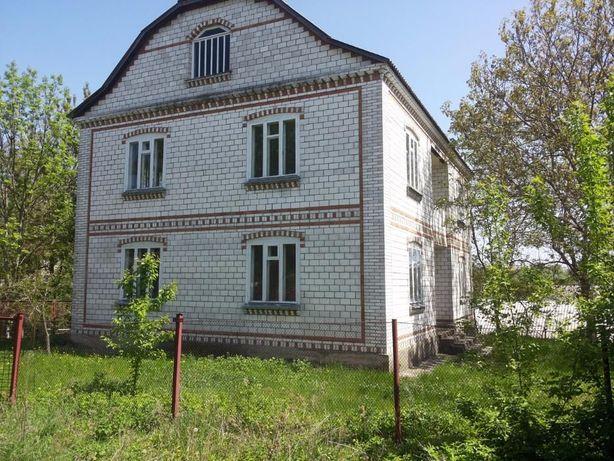 Продам срочно большой семейный дом с участком около речки!